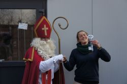 Sint geeft sleutel aan Jolien